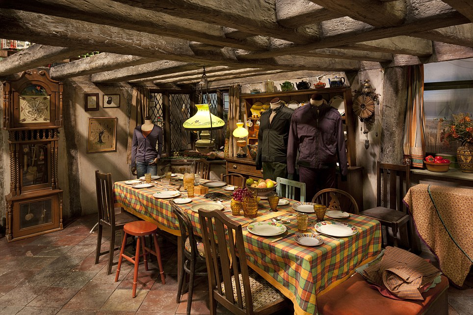 Harry potter home inspiration the weasleys simple for Harry potter home decorations